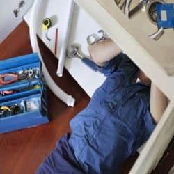 podłączenie montaż zlewu umywalki zlewozmywaka